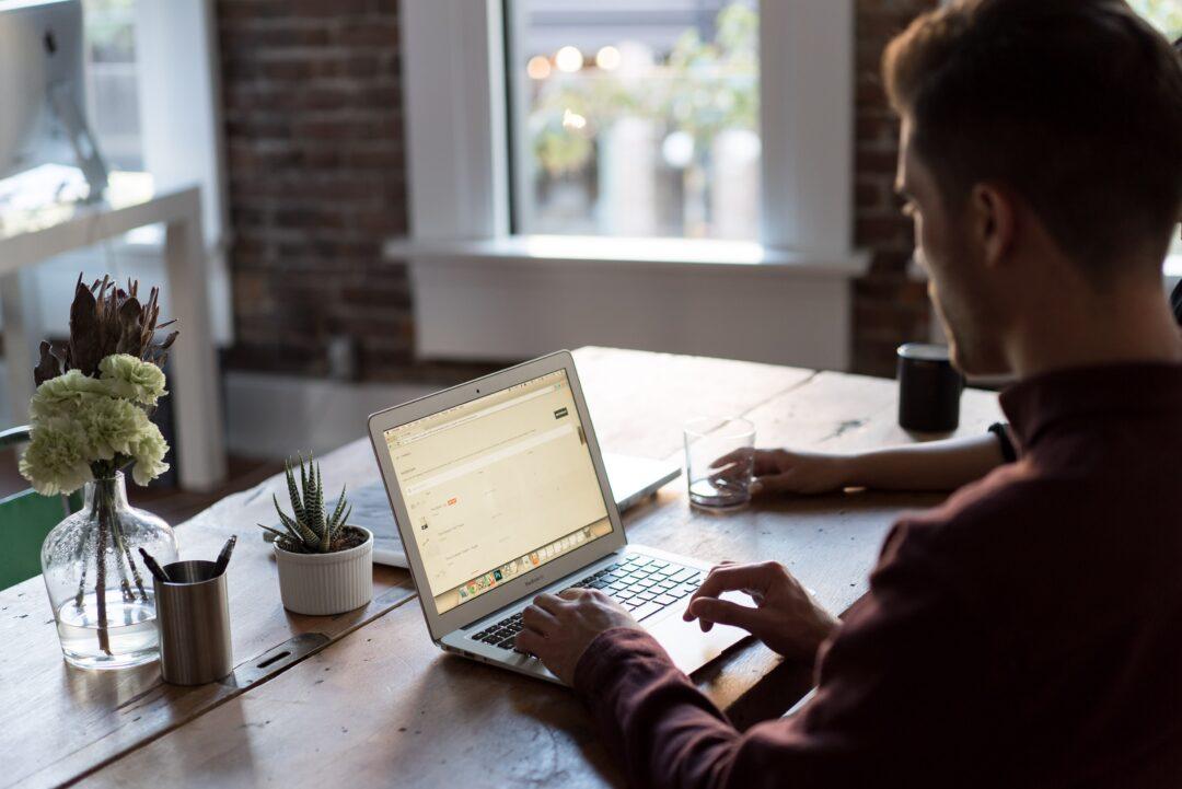 Lontani ma vicini: 5 consigli per fare sentire parte del team chi lavora da remoto